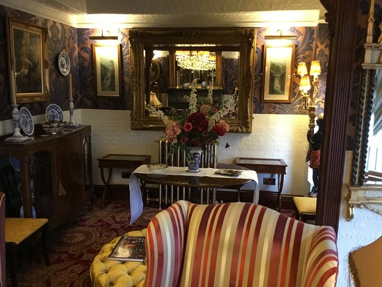 The Lonsdale Hotel: Edwardian Suite Lounge