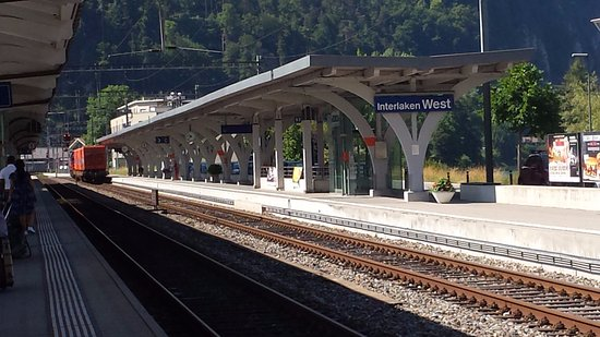 Hotel Bernerhof: 步行數分鐘到火車西站