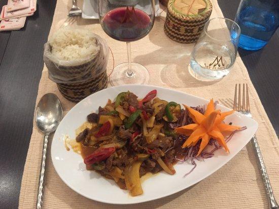 My Pumpui : Plat : boeuf sauté au wok, piment, aubergines naines et légumes