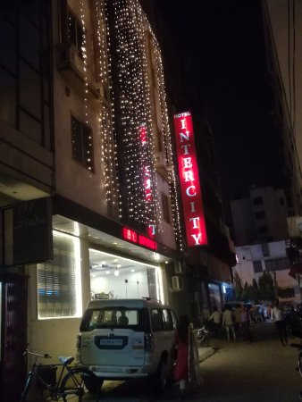 Hotel Intercity: Intercity Hotel at night