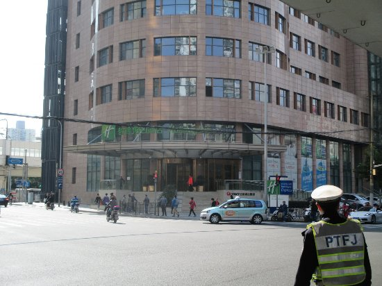 Holiday Inn Express Shanghai Zhenping: Front of hotel from across the street