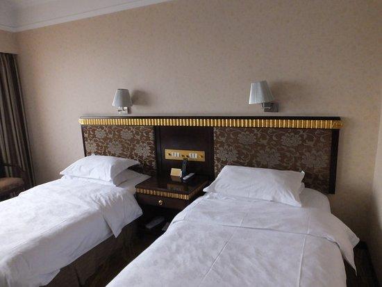Peony Hotel : Schlafzimmer