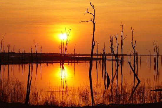 Lake Kariba, Zimbabue: Sunset in Matusedona