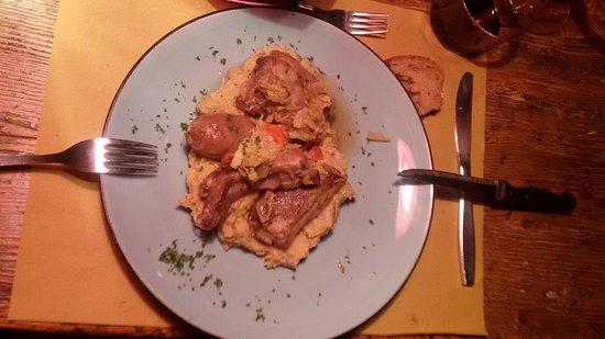 Schignano, Italia: uccelletti scappati di maiale,arrotolati nella pancetta e conditi con erbe aromatiche e riesling