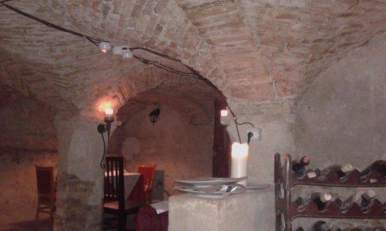 Montechiarugolo, Italien: I TAVOLI NELLE CANTINE