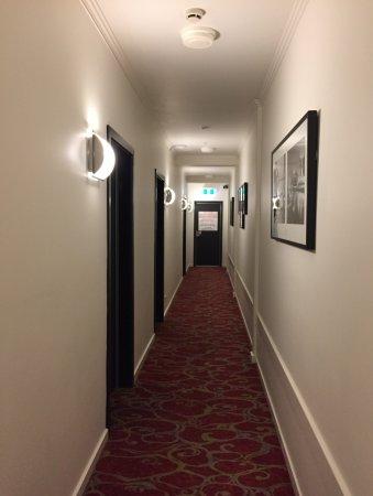 อัลโต โฮเทล ออน เบอรค์: Corridor leading to room