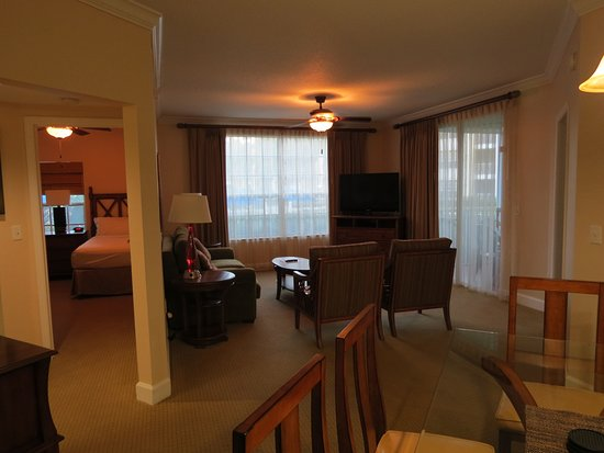 Grande Villas Resort: Two twin beds with tv are on the left. Master suite is off to the right.