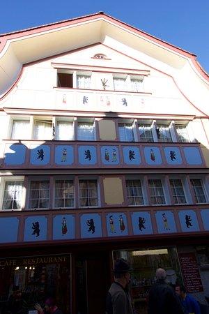 image Café Flade, Snjezana Gudalovic sur Appenzell