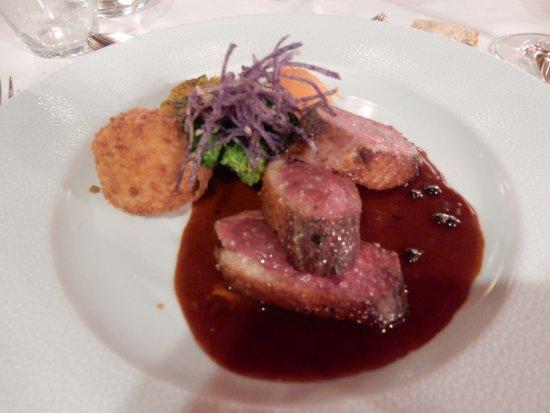 Westhalten, Frankreich: canard avec légumes et poivre
