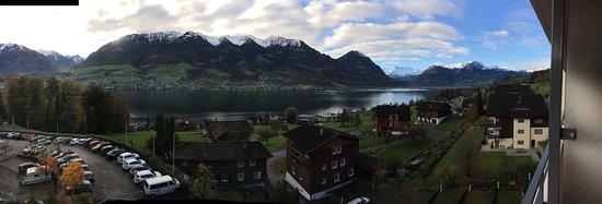 Sarnen, Schweiz: Panorama von Zimmerbalkon