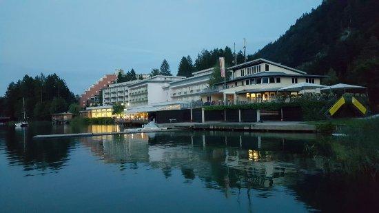 Ландскрон, Австрия: Hotelanlage vom Steg am Ossiacher See