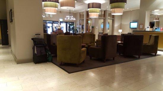 Croydon Park Hotel: The spacious reception area