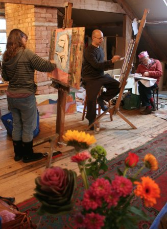 Tiverton, UK: Life drawing day with flowers