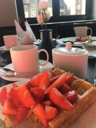 Hotel Harmony: Waffles for breakfast