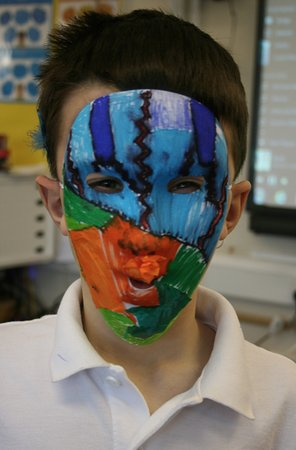 Tiverton, UK: Mask making workshop with primary students