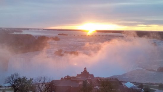 Oakes Hotel Overlooking the Falls: morning view from the 12th floor room....... what a sight to wake up to