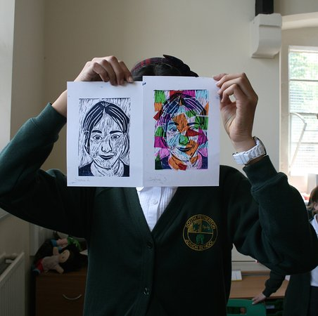 Tiverton, UK: Lino print project with primary school students