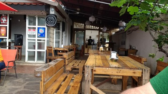 San Pedro, Costa Rica: out door seating area
