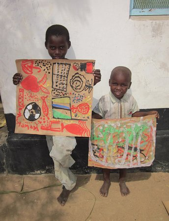 Tiverton, UK: Painting with kindergarten children in Tanzania