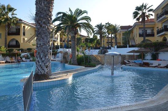 Malama Beach Holiday Village: Der Pool