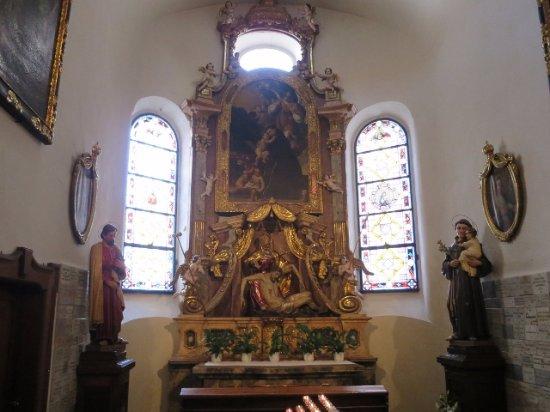 祭壇も独特