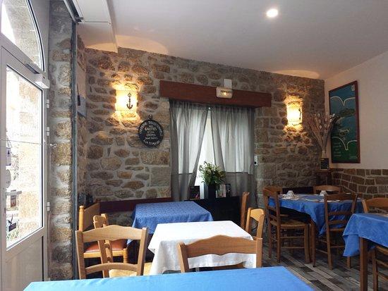Saint-Jacut-de-la-Mer, Fransa: La salle de restaurant intérieure.