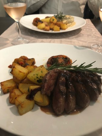 Sollies-Pont, France: restaurant brasserie la fontaine