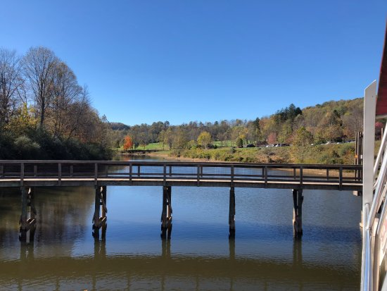 Roanoke, Virginia Occidental: The wooden walkway at Stonewall Resort