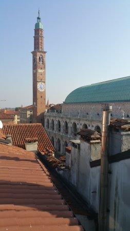 Panorama sì, ma dalla terrazza in cima all\'hotel che domina Vicenza ...