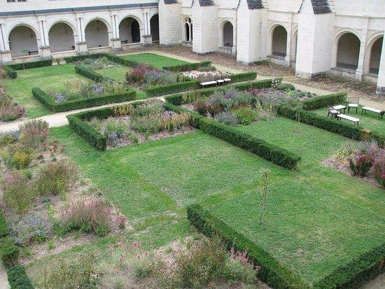 Fontevraud-l'Abbaye, Francia: une partie du cloître Ste Marie ou du Grand Moutier