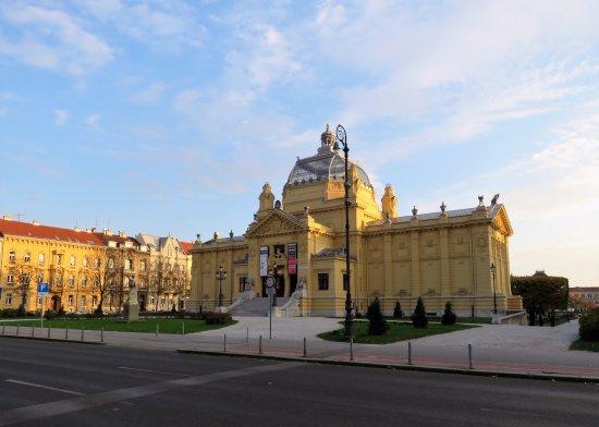 Umjetnicki Paviljon Braque Chagall Na Slici Je Art Pavilion Umjetnicki Paviljon Zagreb Tripadvisor
