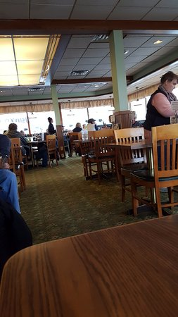 Owatonna, MN: dining area