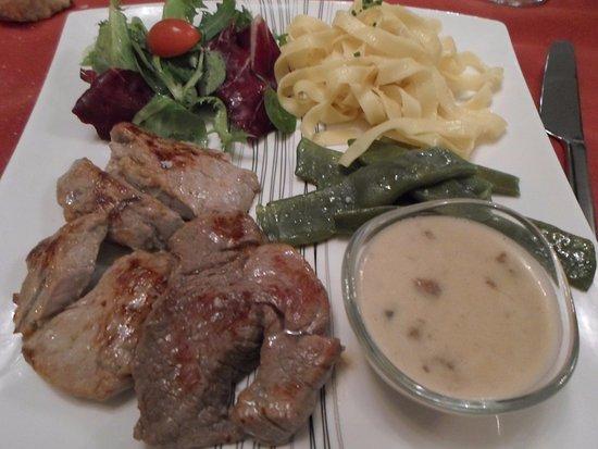 Л'Иль-Бушар, Франция: Médaillons de filet de veau sauce forestière