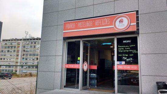 Hotel Ibis Lisboa Jose Malhoa : Pasteleria cercana para desayunar