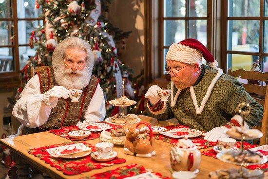 Skyforest, แคลิฟอร์เนีย: Mrs. Claus is having high tea this year at Santa's Village!