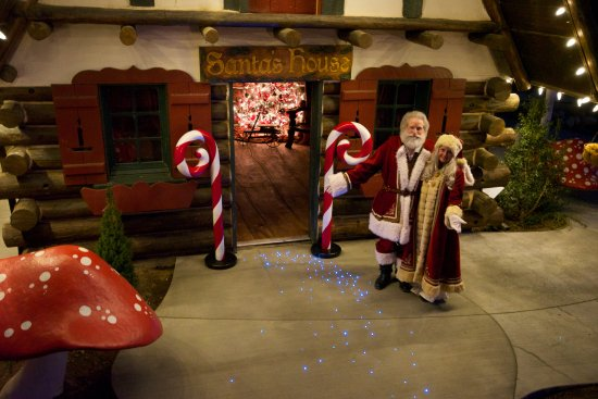 Skyforest, แคลิฟอร์เนีย: Santa and Mrs. Claus invite you to our Nostalgic Christmas in the Woods: Nov. 9th through Jan. 7