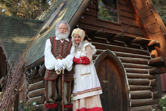 Skyforest, CA: Santa and Mrs. Claus outside the iconic Little Chapel in the Woods.