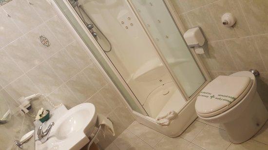 Hotel Orizzonte - Acireale: Detalle del baño