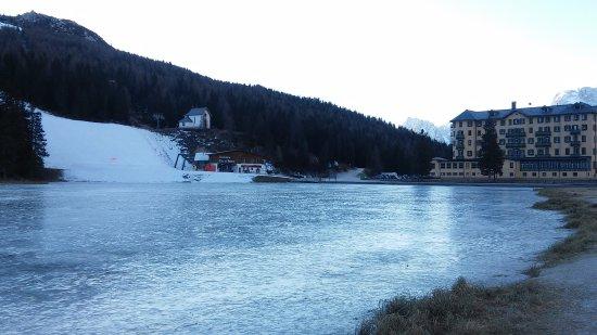 Lago congelado. - アウロンツォ...