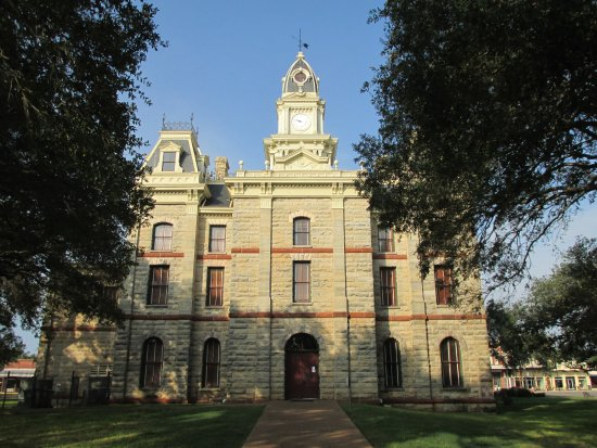Side view of the Goliad County Courthouse.