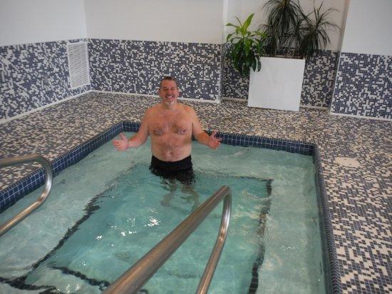 Qualicum Beach Inn: PAUL LOVED THE HOT TUB!!!
