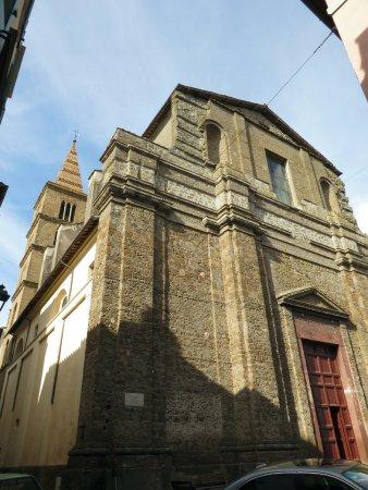 Capranica, Italia: il duomo (poco più avanti della porta urbica)