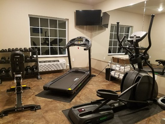 Cobblestone Hotel & Suites: This is a picture of the hotel fitness room