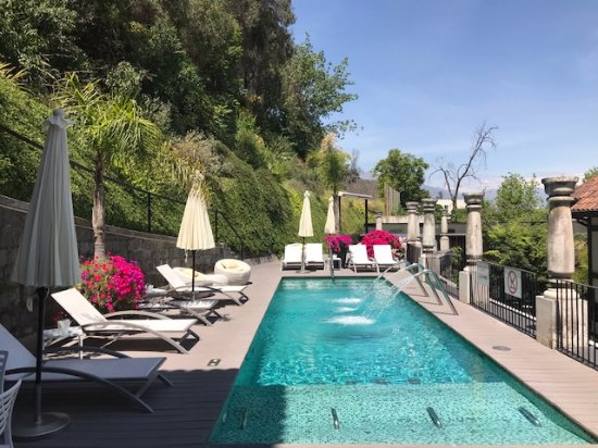 The Aubrey Boutique Hotel: Refreshing dip and cocktails by the pool