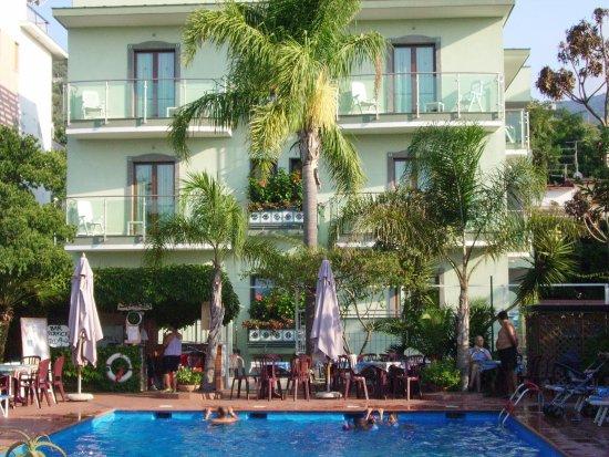 Comfort Hotel Gardenia Sorrento Coast: La Piscina