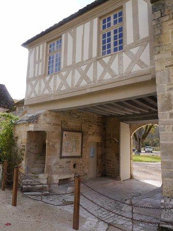 Montbard, France: la porterie