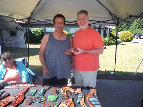 I-Hos Gallery: Author buying carving during IHOS Aboriginal Days