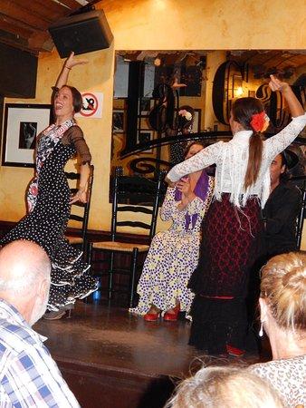 La Cava Taberna Flamenca: Two if the dancers working together