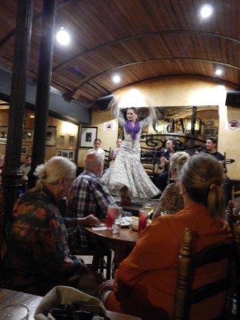 La Cava Taberna Flamenca: The final twirl
