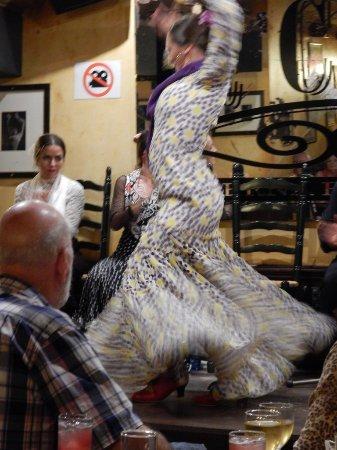 La Cava Taberna Flamenca: A close up of the final twirl